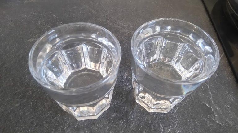 Utilisez un verre pour mesurer l'eau