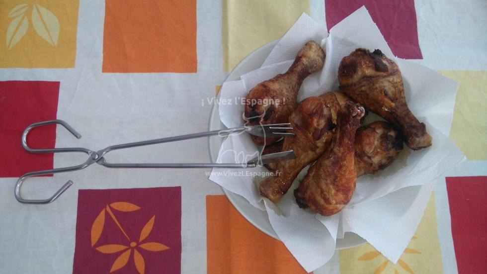 Poulet Mariné - Laissez le poulet cuit sur du papier absorbant