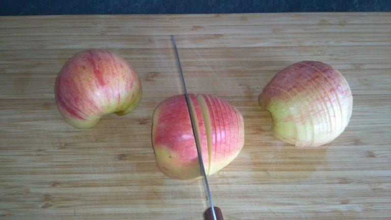 Découpez les pommes en lamelles