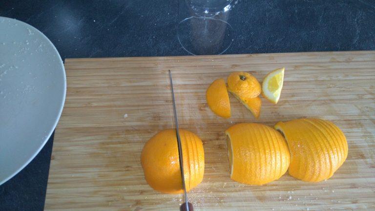 Découpez les oranges en lamelles
