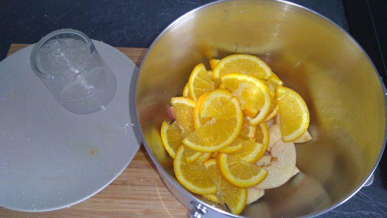 Mettez les fruits dans un récipient