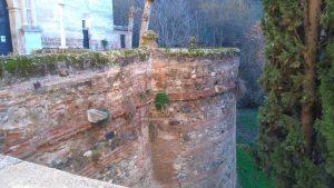Mur de la rivière Darro enclavée