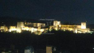Vue nocturne de l'Alhambra depuis le Mirador San Nicolás