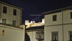 L'Alhambra depuis les ruelles du quartier Albaycín de nuit