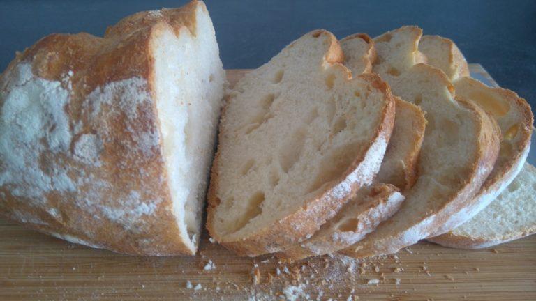 Découpez le pain en tranches