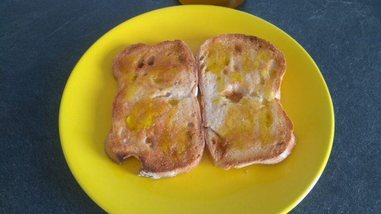 Versez un bon filet d'Huile d'Olive