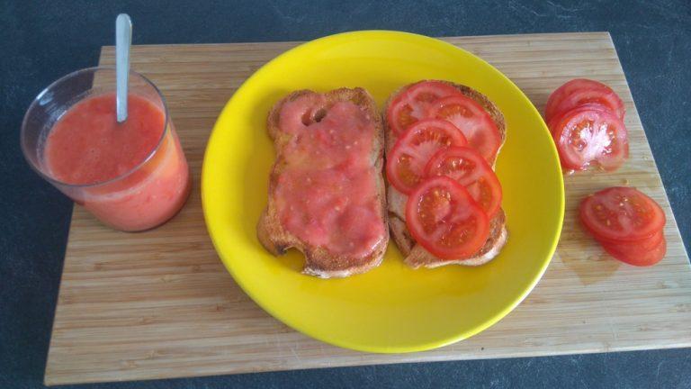 Déposez la tomate sur l'Huile d'Olive