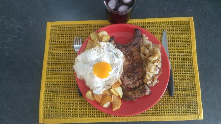 Huevo con Patatas y Cebolla a la Miel - Oeuf au Plat avec Pomme Frite et Oignon au Miel