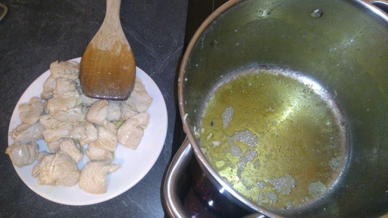 Retirez les morceaux de veau de la casserole