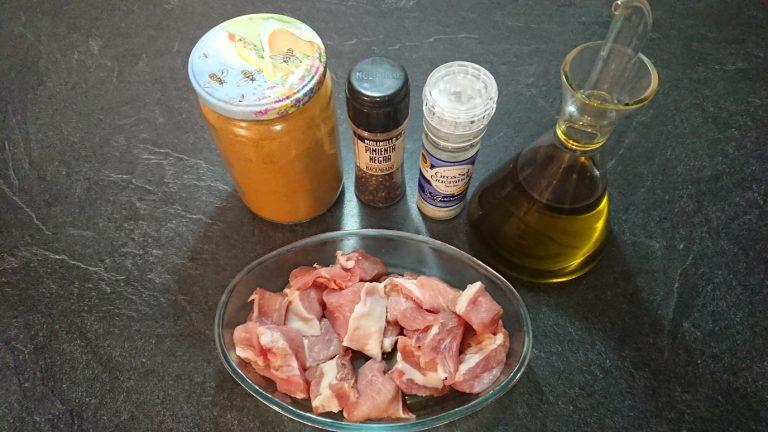 Ingrédients pour préparer la viande à macérer