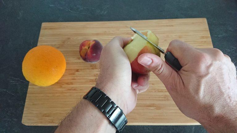 Epluchez la pomme