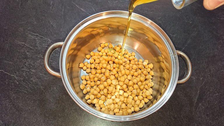 Versez de l'huile d'Olivw