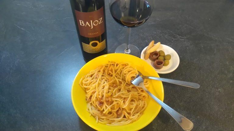 la Salsa de Tomate con Chorizo y Atún est prête
