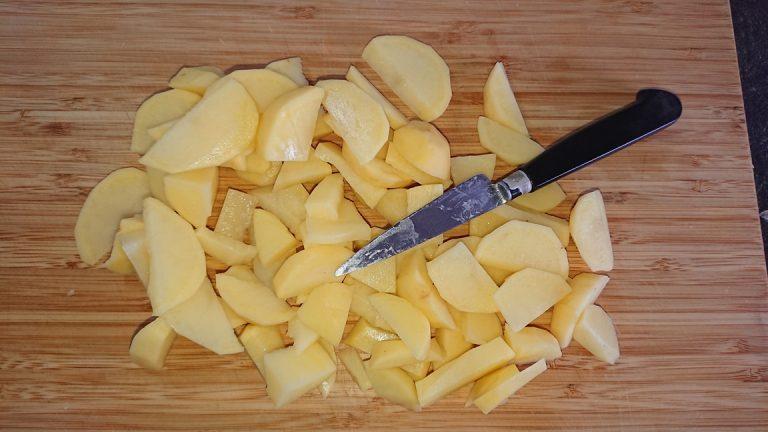 Découpez les pommes de terre