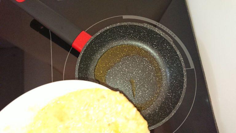 Versez le mélange dans la poêle