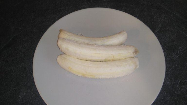 Epluchez les bananes