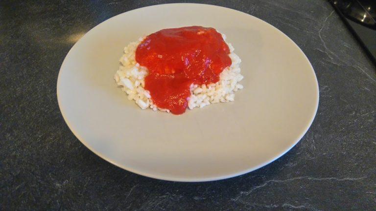 Ajoutez la sauce tomate