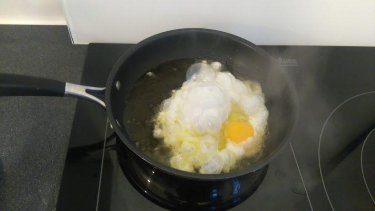 Faites frire l'œuf